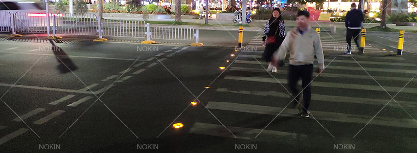 solar-road-stud-in-crossing